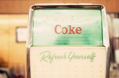 Coke Machine in mint + red ... I would love to have an old 1950s vintage coke machine!!
