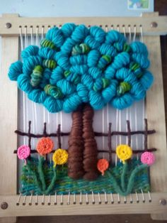 El Rincon de Pati/ Facebook Weaving Art, Weaving Patterns, Tapestry Weaving, Loom Weaving, Yarn Crafts, Sewing Crafts, Diy And Crafts, Weaving Wall Hanging, Craft Ideas