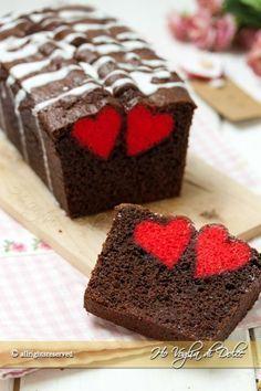 it wp-content uploads 2016 02 Plumcake-con-cuore-a-sopresa-ricetta-facile-passo-passo. Food Cakes, Cupcake Cakes, Sweet Recipes, Cake Recipes, Dessert Recipes, Delicious Desserts, Yummy Food, Plum Cake, Cake & Co