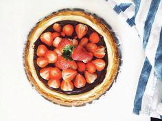 Strawberry chocolate cheesecake Chocolate Strawberries, Chocolate Cheesecake, Acai Bowl, Strawberry, Pie, Breakfast, Desserts, Instagram, Food