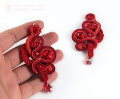 I have performed earrings in red colors with Swarovski crystals, glass beads, small beads. soutache coils interwoven layers to form an openwork pattern. Earrings were impregnated both sides, are lined with eco-beige leather with minimal, so as to ensure transparency form. Hooks are non-allergenic. 8cm length, width 4 cm.  AVAILABLE  RECOMMEND