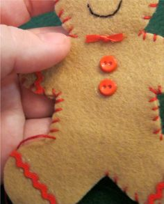 How to make Stuffed felt Gingerbread man & family gonna do this for us this year and put our names on them. Maybe send a set to each of the grandparents? Gingerbread Ornaments, Christmas Ornaments To Make, Christmas Sewing, Christmas Gingerbread, Felt Ornaments, Christmas Projects, Felt Crafts, Holiday Crafts, Fabric Crafts