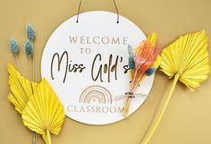 Calling all teachers, make your learning environment welcoming for your new class of 2021 with our stunning door sign. Decorated with beautiful dried flowers it will stay pretty for the full year.... possibly longer Biodegradable Confetti, Biodegradable Products, Personalised Box, Personalized Gifts, Classroom Signs, Rainbow Wall, Wedding Confetti, Wedding Prep, How To Preserve Flowers