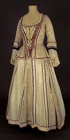 Le costume feminin de 1660 à 1715 - or this silhouette - longer jacket with cuffed sleeves & paneled skirt?