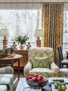 Porches, Interior Decorating, Interior Design, Cottage Interiors, Traditional House, Traditional Design, Furniture Arrangement, Interior Exterior, Living Room Inspiration