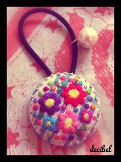 オーダー品です。☞お花刺繍くるみボタンヘアゴム|ハンドメイド、手作り、手仕事品の通販・販売・購入ならCreema。