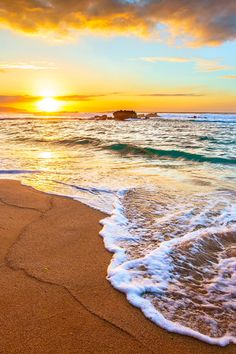 Peaceful sunset on Oahu's North Shore, Hawaii, by Shane Myers Beautiful Sunrise, Beautiful Beaches, Paradis Tropical, Charles Darwin, Dream Vacations, Beautiful World, Places To Go, Scenery, Around The Worlds