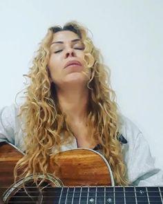 "326 Gostos, 25 Comentários - Sony Music Gospel (@sonymusicgospel) no Instagram: ""#TeuSantoNome da @gabrielarocha77 na voz da Joelma 😍🙌 #Repost @joelmaareal Só Deus é digno de…"""