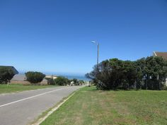 Lovely level plot with sea views in Port Alfred. If you are wanting to build your dream home in Port Alfred, you can be assured of the quality of the homes. Plots For Sale, Vacant Land, Beach Reading, Build Your Dream Home, Broadway, Country Roads, Real Estate, Street, Image