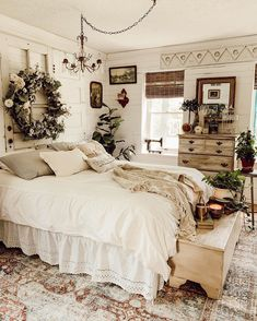 Your rustic bedroom should be a place where you should be able to relax at maximum and rest well for an upcoming day, it has to be a true sleep oasis! Cozy Bedroom, Bedroom Sets, Master Bedroom, Bedroom Decor, Rustic Bedroom Design, Interior Design Living Room, Bedroom Designs, Easy Home Decor, Cheap Home Decor