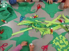 Tearing paper to create designs on sea turtle shells is great fine motor work! Pocket of Preschool Turtle Book, Sea Turtle Art, Turtle Shells, Preschool Themes, Preschool Art, Rainbow Fish Coloring Page, Ocean Mural, Ocean Animal Crafts, Ocean Unit