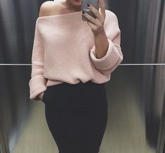 All of these Pullover are used to take style from basic to really fab in times. Get motivated pullover outfit sweatshirts Winter Trends, Mode Outfits, Winter Outfits, Looks Style, Style Me, Pink Style, Loose Knit Sweaters, Winter Looks, Fashion Editorials