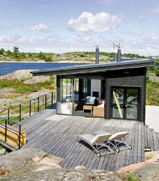 Beautiful summer house by the sea, in the Finnish archipelago. http://www.meidanmokki.fi/artikkeli/merikapteenin-paratiisi