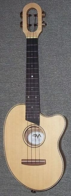 My Risa Spruce top Bean #LardysUkuleleOfTheDay ~ https://www.pinterest.com/lardyfatboy/lardys-ukulele-of-the-day/ ~ I've never seen another