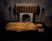 Ermessende de CARCASSONNE °ca.975 +01-03-1057 à Saint Quize de Besora, Inhumé à Cathédrale de Gérone, Espagne Ep.de Borel III de BARCELONE (ph.wikipedia-Sepulcre romànic d'Ermessenda de Carcassona.jpg)