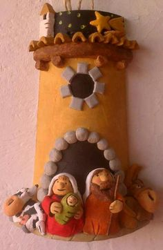 Aunque no lo parezcan, son tejas. Christmas Diy, Merry Christmas, Christmas Decorations, Christmas Ornaments, Holiday Decor, Recycled Bottles, Holy Night, Holidays And Events, Projects To Try