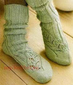 Носки спицами ажурным узором «Листики» - Колибри Изящные вязаные носочки с красивым ажурным узором, это не только красивая, но и весьма удобная вещь.