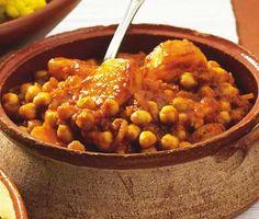 Mumsig vegetarisk varmrätt med heta toner av gurkmeja, chili och ingefära. Rätten är precis lika mumsig som den låter och värmer gott på kalla vinterdagar!