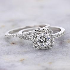 14K White Gold 0.67ct G VVS1 Round Diamond and Cushion Halo Bridal Set