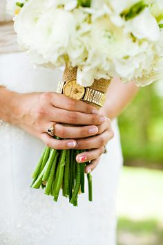 this sweet bride attached her late father's watch to her bouquet | Chelsea Patricia #wedding