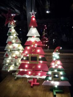 Pallet trees are super easy DIY Christmas decorations that you can make for almost nothing So if you need some inexpensive rustic Holiday decor ideas try these outdoor christmas decor Inexpensive Rustic Christmas Decorations – Pallet Christmas Trees Outside Christmas Decorations, Christmas Wood Crafts, Diy Christmas Tree, Holiday Crafts, Outdoor Decorations, Christmas Tree From Pallets, Pallet Ideas For Christmas, Outdoor Christmas Trees, Wooden Pallet Christmas Tree
