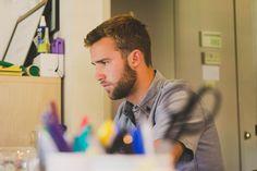 ¿Aún no has decidido qué bálsamo para barba casero vas a usar? En este artículo conocerás cuáles son las ventajas de un bálsamo para crecer barba y recetas para preparar uno en casa. ¡No te lo pierdas!