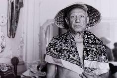 Picasso dans son atelier de Cannes, villa La Californie, en 1956. (Musée national Picasso-Paris, Donation André Villers, 1987)