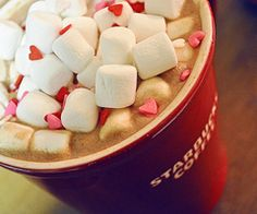 starbucks coffee with marshmallow Starbucks Valentines, Valentine Coffee, Tasty, Yummy Food, Yummy Yummy, Fun Food, Yummy Recipes, Delish, Chocolate Coffee