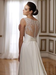 This dress is so pretty love the detail on the back