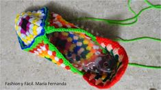 PANTUFLAS, PATUCOS, SLIPPERS | GRAFFITI Diy Crafts Makeup, Dyi Crafts, Knitting Stitches, Knitting Socks, Knitting Patterns, Granny Square Slippers, Fast Crochet, Diy Crafts Crochet, Purl Bee