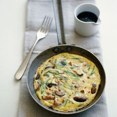 Omelettes, Cast Iron Steak, Egg Dish, How To Cook Eggs, What You Eat, Egg Recipes, Quiche, Brunch, Food And Drink