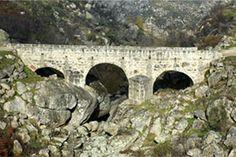 Ponte Medieval sobre a Ribeira de Figueiró