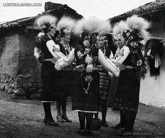 Lazarki - urban girls dressed in costumes for lazarouvane, 20-ies of XX century