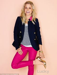 Julie Bowen flashed her preppy side in stripes and a navy blazer that she paired with hot pink pants and gold accessories Fashion Mode, Look Fashion, Autumn Fashion, Womens Fashion, Fashion Spring, Jeans Fashion, Fashion Shoot, Swag Fashion, Trendy Fashion