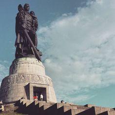 Courir 10km et découvrir et découvrir un monument historique check #voyage #travel #berlin #running #park by chris_voyage #travel