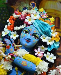 A planet where Krishna is everywhere, in everything. just feel the love and grace of Shri Krishna. Bal Krishna, Jai Shree Krishna, Krishna Art, Radhe Krishna, Krishna Bhajan, Krishna Images, Real Beauty, Hare, My Images