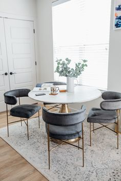 Small dining room decor ideas with Interior Define custom velvet dining chairs with gold legs, marble table and ivory rug Dining Room Colors, Dining Room Design, Dining Table Chairs, Small Dining Table Apartment, Colored Dining Chairs, Kitchen Chairs, Lounge Chairs, Designer Dining Chairs, Small Dining Room Tables