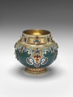 Carl Fabergé (1846–1920), Fabergé firm, St. Petersburg, Julius Rappoport (workmaster), Bratina, about 1900, silver gilt, enamel, sapphires, emeralds, rubies, garnets, blue topaz, pearls, 14.3 x 15.6 cm.