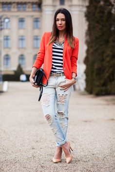 25 Marvelous Picture of How To Wear Distressed Jeans For Women Plus Size . How To Wear Distressed Jeans For Women Plus Size What To Wear With Ripped Jeans 2018 Fashiongum Jeans Skinny Branco, White Skinny Jeans, Ripped Jeans, Urban Apparel, Stylish Street Style, Street Style Women, Street Chic, Fall Outfits, Casual Outfits