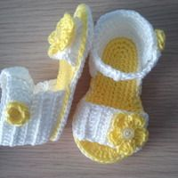 Made fro Crochet Baby Sandals, Crochet Shoes, Baby Girl Sandals, Crochet Baby Booties, Crochet Slippers, Knit Crochet, Crochet Collar Pattern, Crochet Patterns, Baby Boots