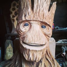 Chainsaw Carving inspiration www.chainsawsforsale.org Dremel Projects, Diy Wood Projects, Wood Crafts, Wood Carving Faces, Wood Carving Tools, Wiki Tiki, Tiki Head, Cement Art, Tiki Mask