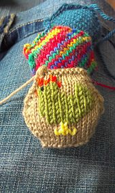 Ravelry: Tiny Chicken Chart pattern by Agnes Barton