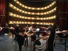 Ensayo en Teatro Zaragoza con Rebecca Connor, Anthony Pina y Aitor Arrieta