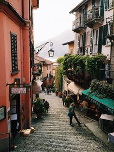 5 Reasons Why Visiting Italy Will Make You a Better Person #theeverygirl