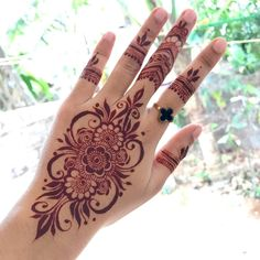 This time we are sharing with you our Best and Latest Flower Mehndi Designs which are purely different from others these Designs are from the Best of the Best Mehndi Artists. Modern Henna Designs, Mehndi Designs For Kids, Latest Henna Designs, Henna Art Designs, Mehndi Designs For Fingers, Henna Tattoo Designs Arm, Simple Henna Tattoo, Henna Tattoo Hand, Henna Mehndi
