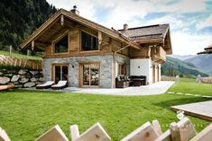 Mountain Cottage, Modern Mountain Home, Stommel Haus, Swiss House, Swiss Chalet, Cabin Homes, House Layouts, Cabana, Architecture Design