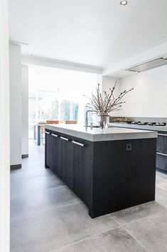 Stoere keuken met betonlook blad – Royaal Maatwerk Keukens