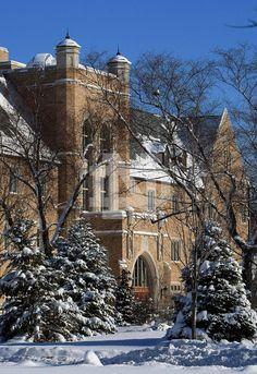 Jordan Hall of Science. Notre Dame Indiana, Notre Dame Campus, Irish Fans, Go Irish, College Campus, College Life, Notre Dame Basilica, Dream School, Notre Dame Football