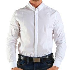 Producător: Calvin Klein Cod produs: CK15 Disponibilitate: În Stoc  Camasa Calvin Klein Collection  Compozitie: 100% bumbac  Detalii: mânecă lungă, slim fit,  Guler italian cu 1 buton  Spălare 30 °