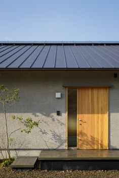 画像詳細 | KASHA - カシャ - Japanese Modern House, Modern Japanese Architecture, Home Room Design, House Design, Roof Cladding, Modern Entrance Door, Contemporary Barn, Exterior House Colors, Facade House